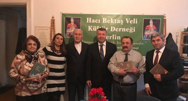 Berlin Başkonsolosu M. Mustafa Çelik ve Din Hizmetleri Ataşesi Ahmet Fuat Çandır Hacı Bektaşi Veli Kültür Derneğini Ziyaret Etti.