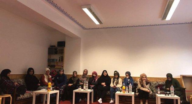 DİTİB Berlin Akademisyen Bayanlar ve Kız Öğrenci Evlerinde İkamet Eden Üniversite Öğrencileri Buluştu.