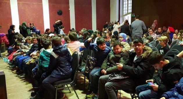 """DİTİB Berlin Cami Öğrencileri """"Karagöz Gizli Hazine"""" Tiyatro Oyununda Buluştu."""