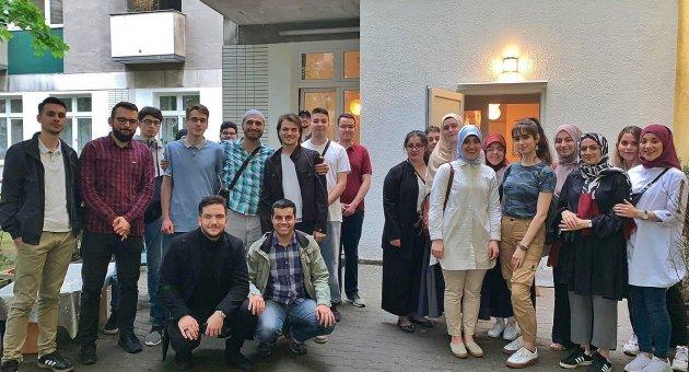 DİTİB Berlin Eyalet Gençlik Birliği Yaşlı Bakım Evini Ziyaret Etti.