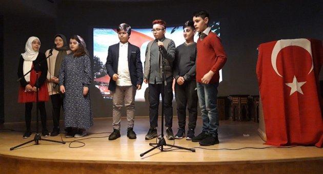 """DİTİB Berlin Türk Şehitlik Camii'nde Hafta Sonu Camiye Gelen Öğrenciler arasında """"İstiklal Marşını Güzel Okuma"""" Yarışması Yapıldı."""